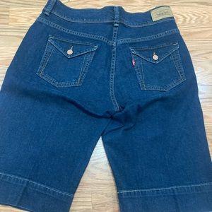 Levi's dark denim women's Bermuda shorts size 4